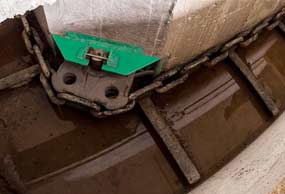 gea-cross-gutter-cleaner-with-chain-min